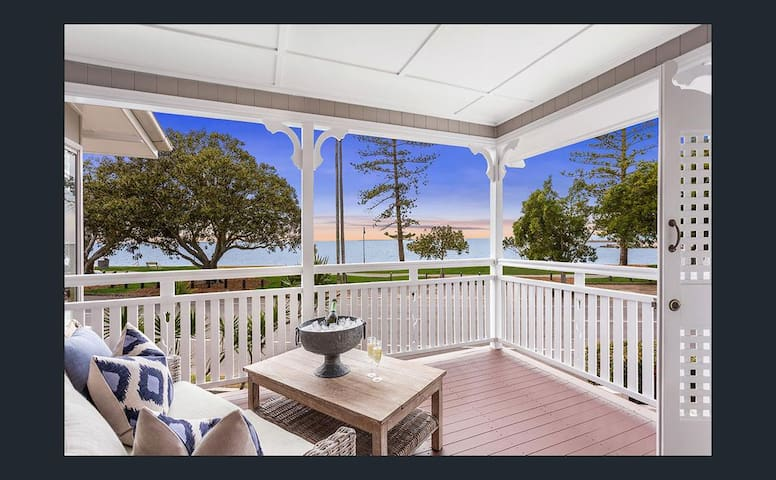 Stunning waterfront character home - Wynnum