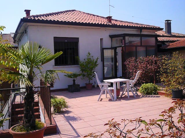 House + big terrace by old city walls, city center - Padova - Appartement