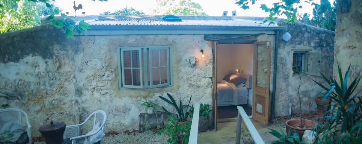 The Washhouse .. an 1893 limestone cottage - South Fremantle
