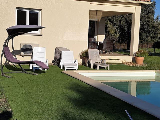Chambre privée dans maison avec piscine au calme - Antisanti - Hus