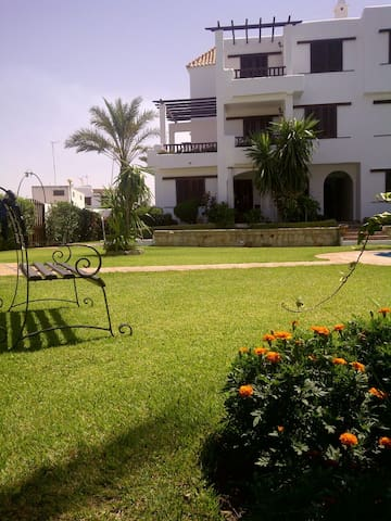 Bel appartement à 50m de la plage - Cabo Negro - Квартира