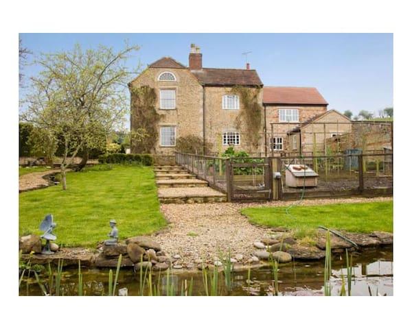 Georgian Farmhouse near to Longleat and Bath - Wiltshire - Bed & Breakfast