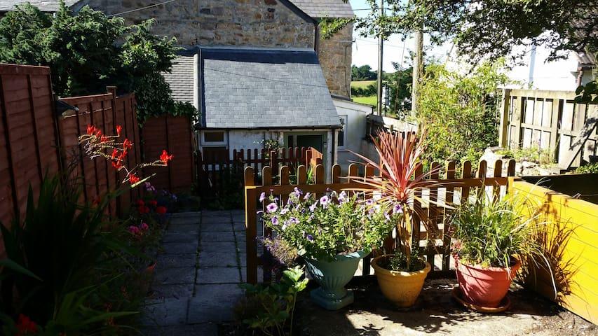 Cottage, 6 bed, quiet village, 5 min from coast. - Ludgvan - Haus