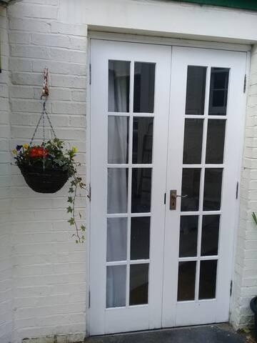 Private Suite with sunny courtyard, sleeps 4 - Dollar - Dormitorio para invitados