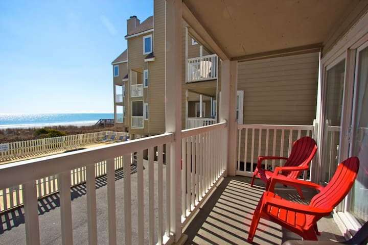 Recently Redecorated Cape Coddages 2br; Pool, Beach and Ocean Front, Beach Tents OK Here! - Surfside Beach - Társasház