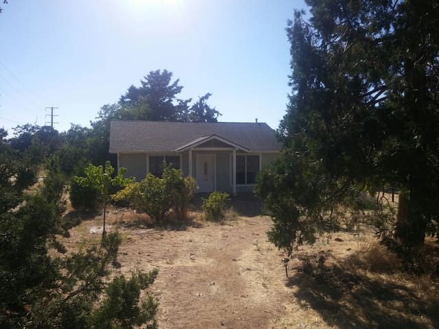 Delightful cottage in the mountains - Tehachapi - Casa
