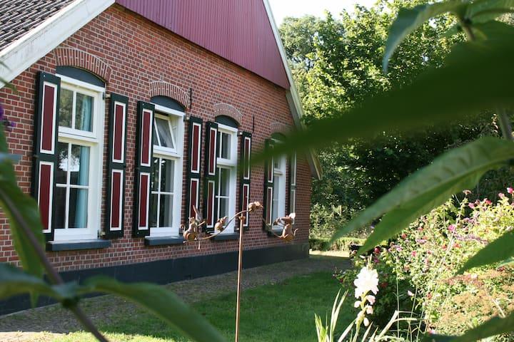 Bed&Kitchen in boerderijstijl - Aalten - Apartemen