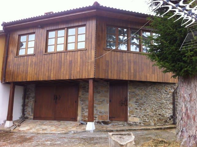 Casa restaurada en aldea asturiana - Alienes