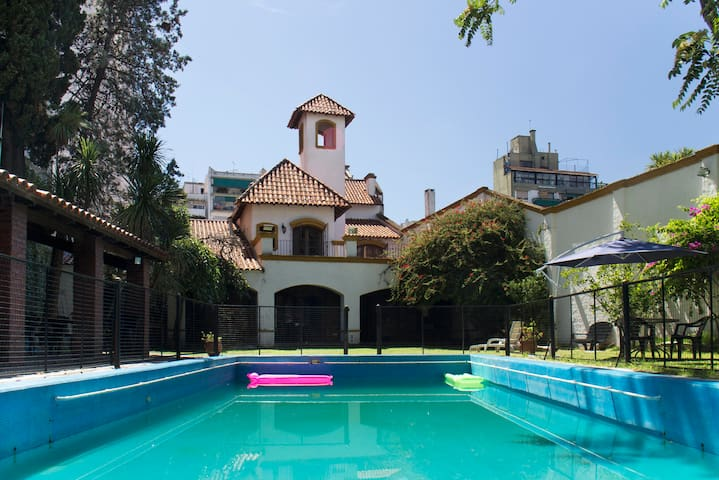 1600 mts2 colonial house with park - Buenos Aires - Huis