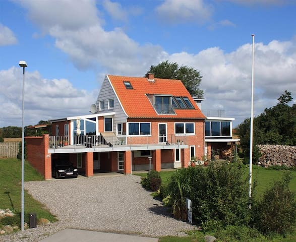 Sommerhus på Jegindø 100 meter fra havn og fjord. - Thyholm - Cabaña