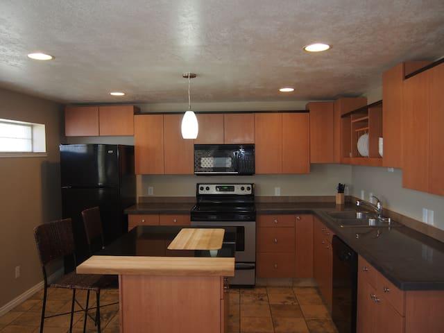Private, cozy cute   2bd apartment. - Sandy
