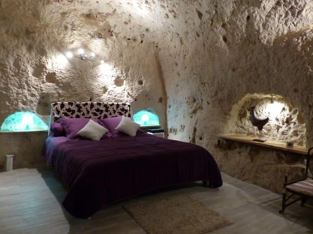 Cave de la Tourette entièrement troglodytique. - Les Roches-l'Évêque - Grotta