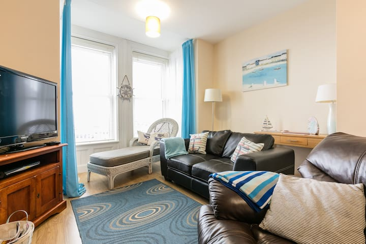Ahoy (located 15 mins from Belfast) with sea views - Carrickfergus - Appartement
