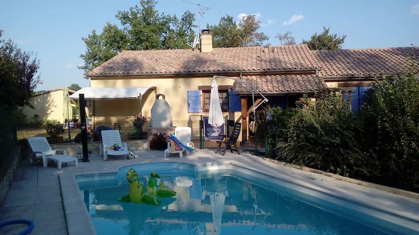 maison avec piscine  à la campagne. - Cahuzac