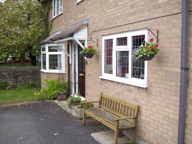 Single room long term specialty. - Titchmarsh - Huis