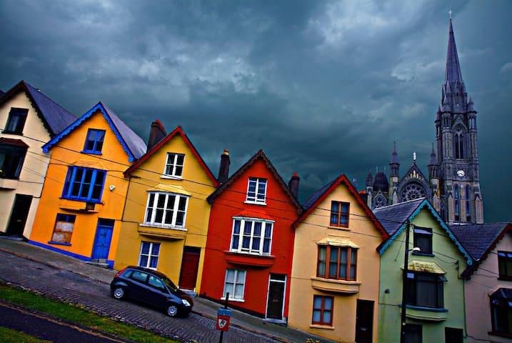 Charming Victorian Home in Cobh - Cobh - Rumah