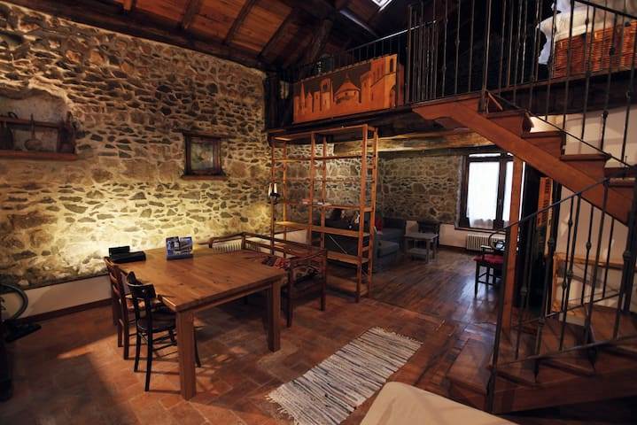 A finely restored stone farmhouse - San Cesareo - Villa