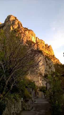 Charming studio with adorable garden - Moustiers-Sainte-Marie - Inny