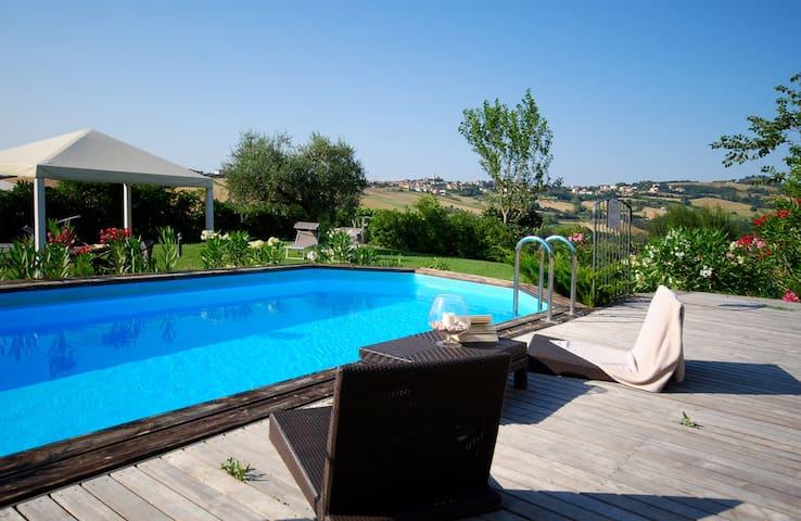 Charming Villa with Garden & Pool - Tavullia - Hus