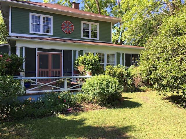 Adorable Guest House Close to Downtown - Castle Hayne - Casa de huéspedes