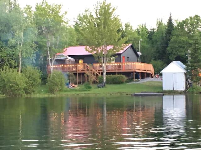 Familly lake house - Sainte-Paule - Hytte (i sveitsisk stil)