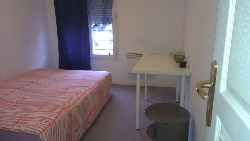Chambre à une demi heure de Genève - Saint-Julien-en-Genevois - Huoneisto