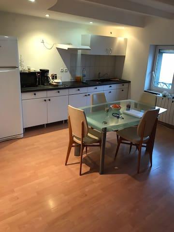 Chambre double privée dans appartement - Yutz - Apartamento