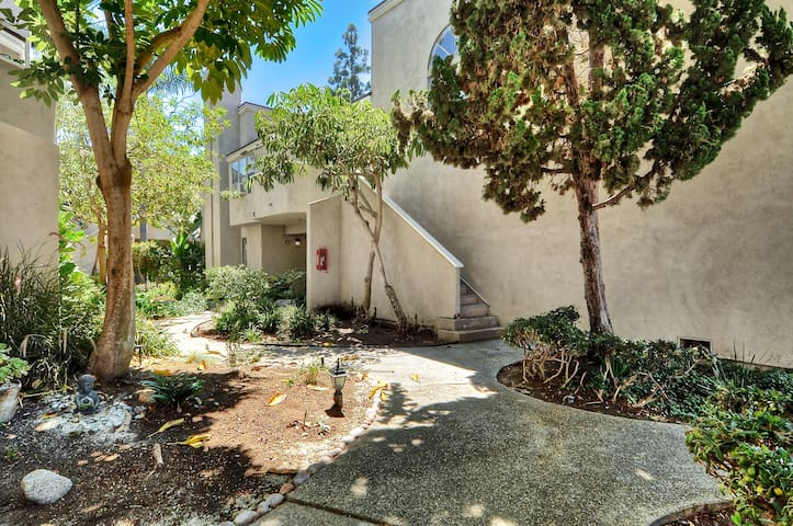 Cozy upgraded walking distance to all shoppings - Costa Mesa - Departamento