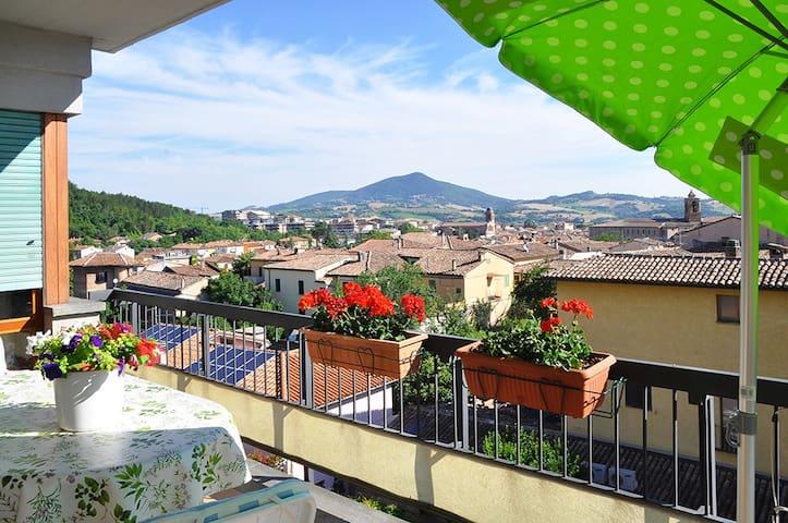 Appartam. con panorama sulla città - Fabriano - Huoneisto