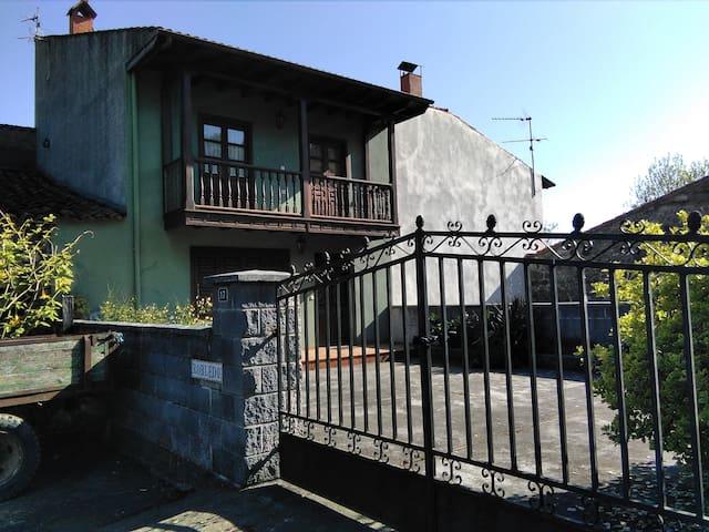Casa con jardín en Pellamellera Baja-Asturias - Panes - Casa