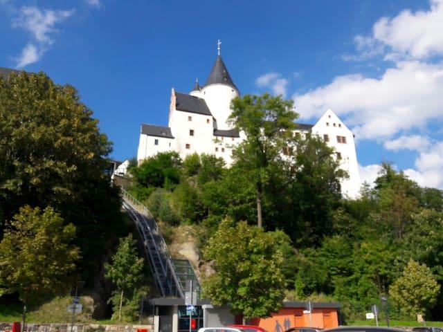 Wunderschönes Gästezimmer + Schloss - Schwarzenberg/Erzgebirge - Apartemen