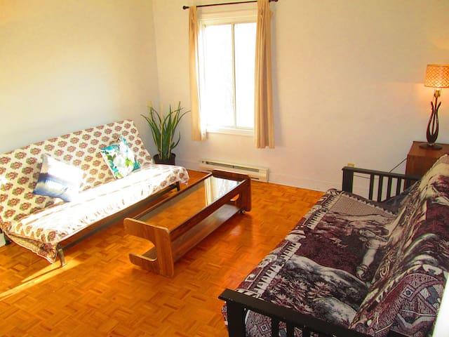 Cozy Apartment in Quiet Residential Area - Laval - Leilighet