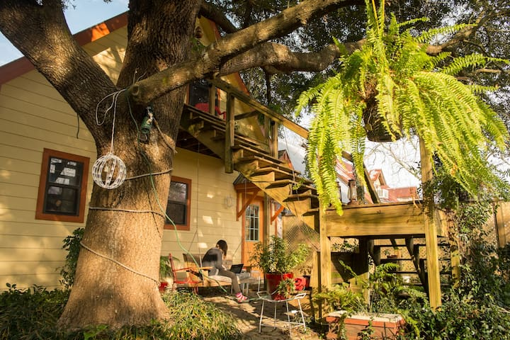 Bon Temps Tree Room - Sunset - Bed & Breakfast