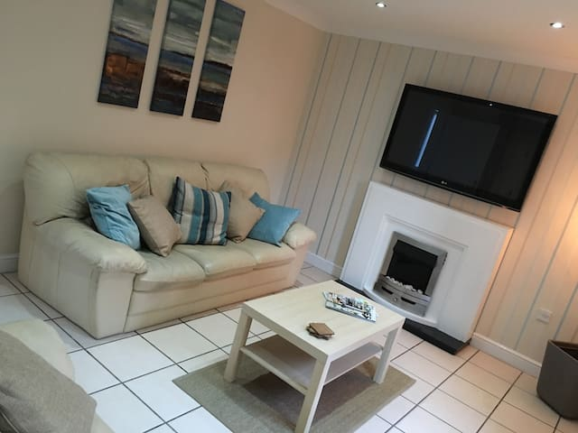 The Moorings. Style & Comfort for up to 6 People! - Bilston - Ev