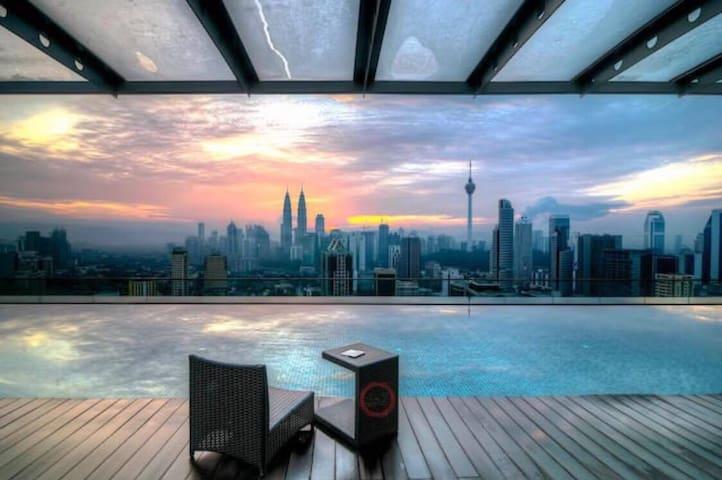 ZH CoZy Studio with Balcony@ Regalia KL View - Kuala Lumpur