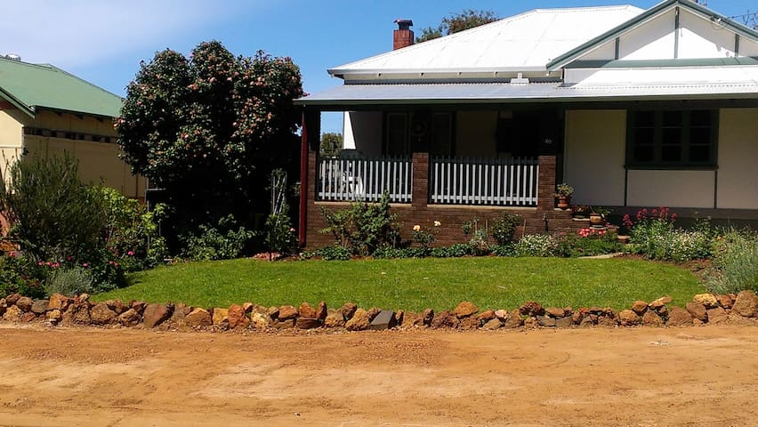 Central 2 bedroom country cottage - Bridgetown - Casa