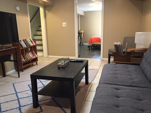 Basement Suite Near KC - No Cleaning Fee! - Roeland Park - Maison