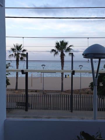 Apart. con  impresionantes vistas frente al mar - Canet de Mar - Appartement