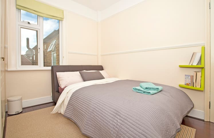Private Room Near Windsor Castle - Windsor - Huis