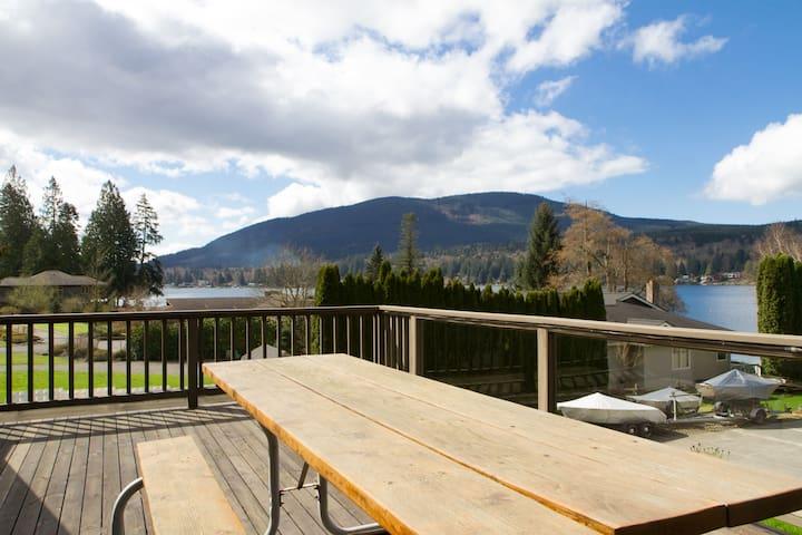 Cute & bright lake view apartment - Bellingham - Departamento