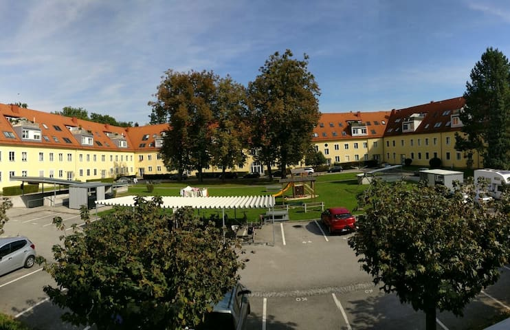 Lovely Cozy Room with Private Bathroom - Linz - Gästhus