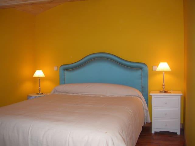 Hotel, bar-restaurante. Hab.22 - Miranda de Arga - Bed & Breakfast