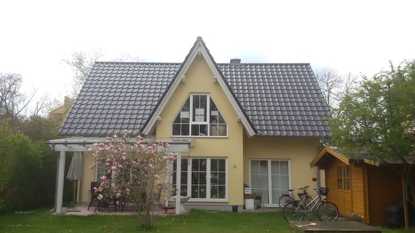 Haus im Grünen nahe Berlin - Falkensee - Talo