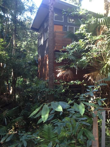 self contained tree house loft - Smiths Lake
