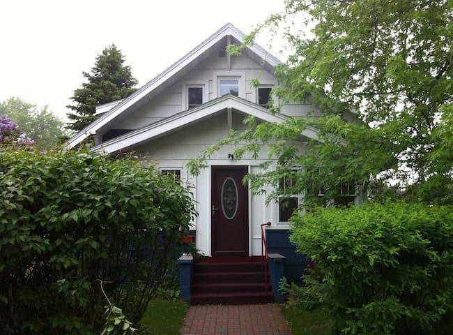 Comfy room in quiet older home - Cloquet - Huis