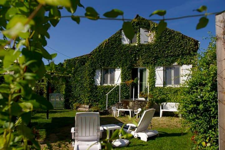 La Petite Maison des Gîtes et Roulotte de Tronçois - Cisery - Ev