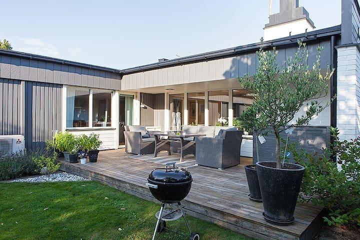 Familjärt hus i sommarstaden Kalmar - Kalmar NV - Huis