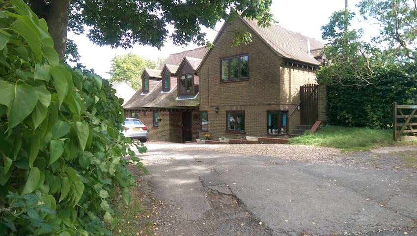 Chase House, Whaddon near Milton Keynes - Whaddon - Ev