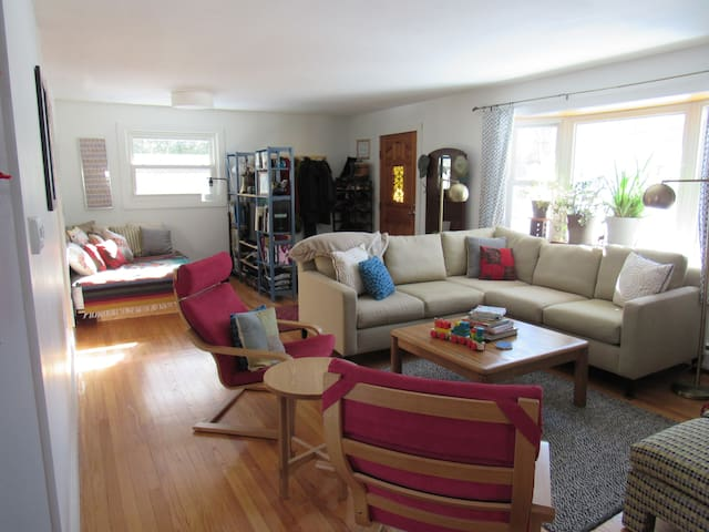 Modern, Elegant & Comfortable - Northampton - Hus