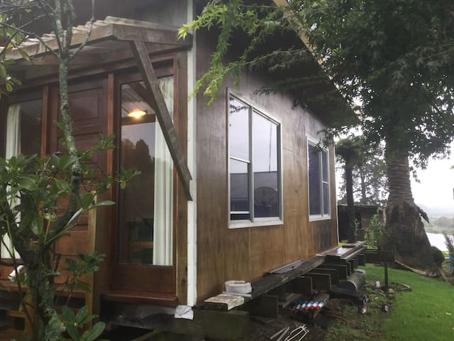 Private cabin + ensuite set on river side property - Tauranga - Casa